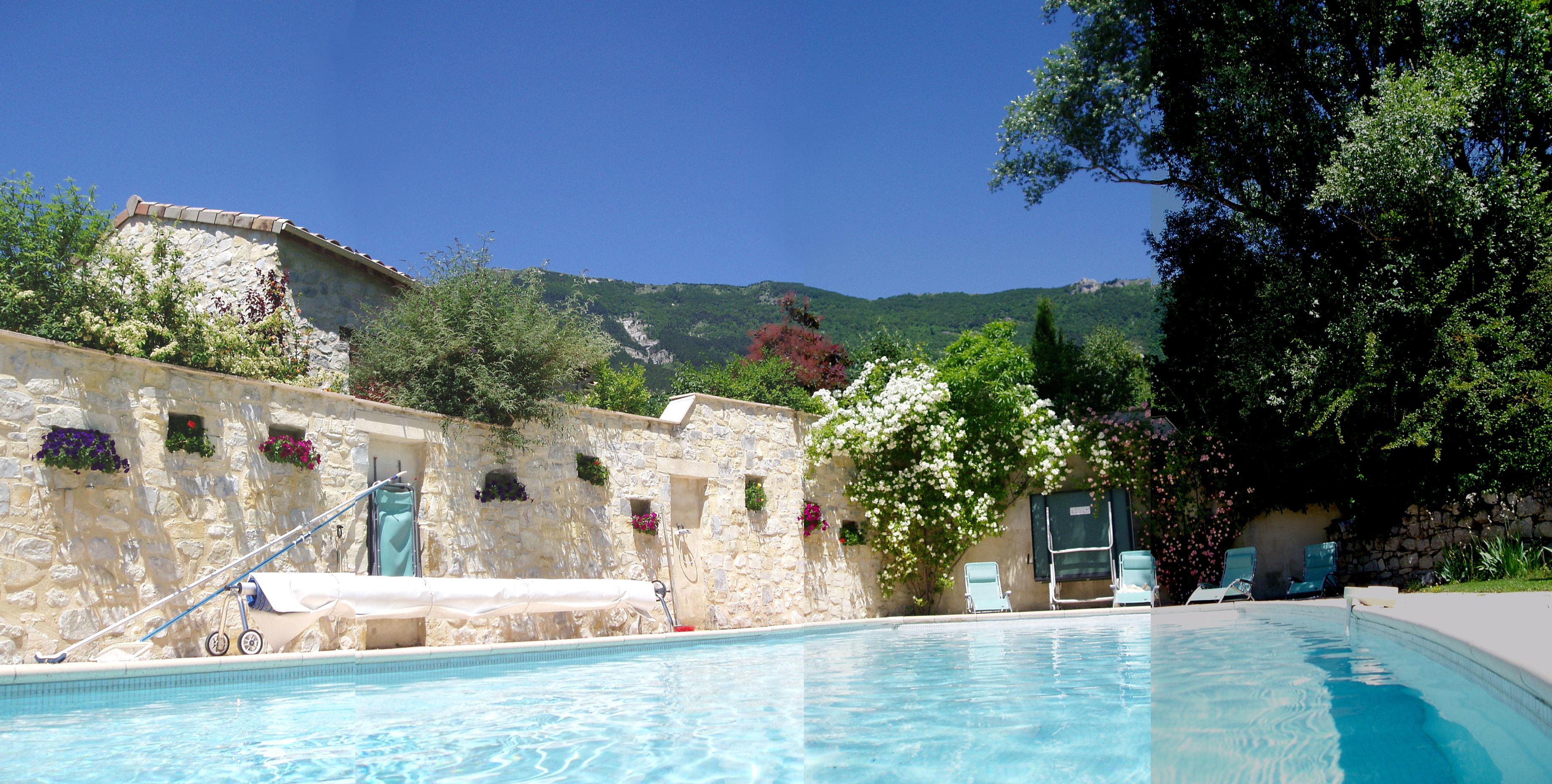 3 gites habitation principale avec piscine dans la drome